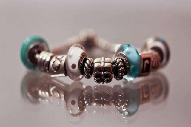 how to clean pandora bracelet with baking soda