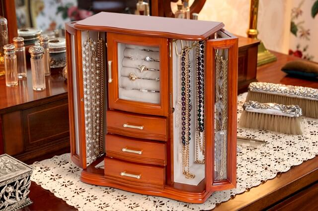 Top 10 Wooden Jewelry Boxes in 2019 – Unique Style & Designs