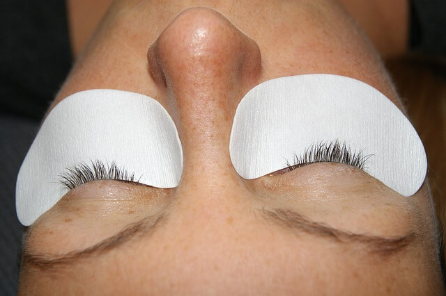 how to clean eyelash extensions at home
